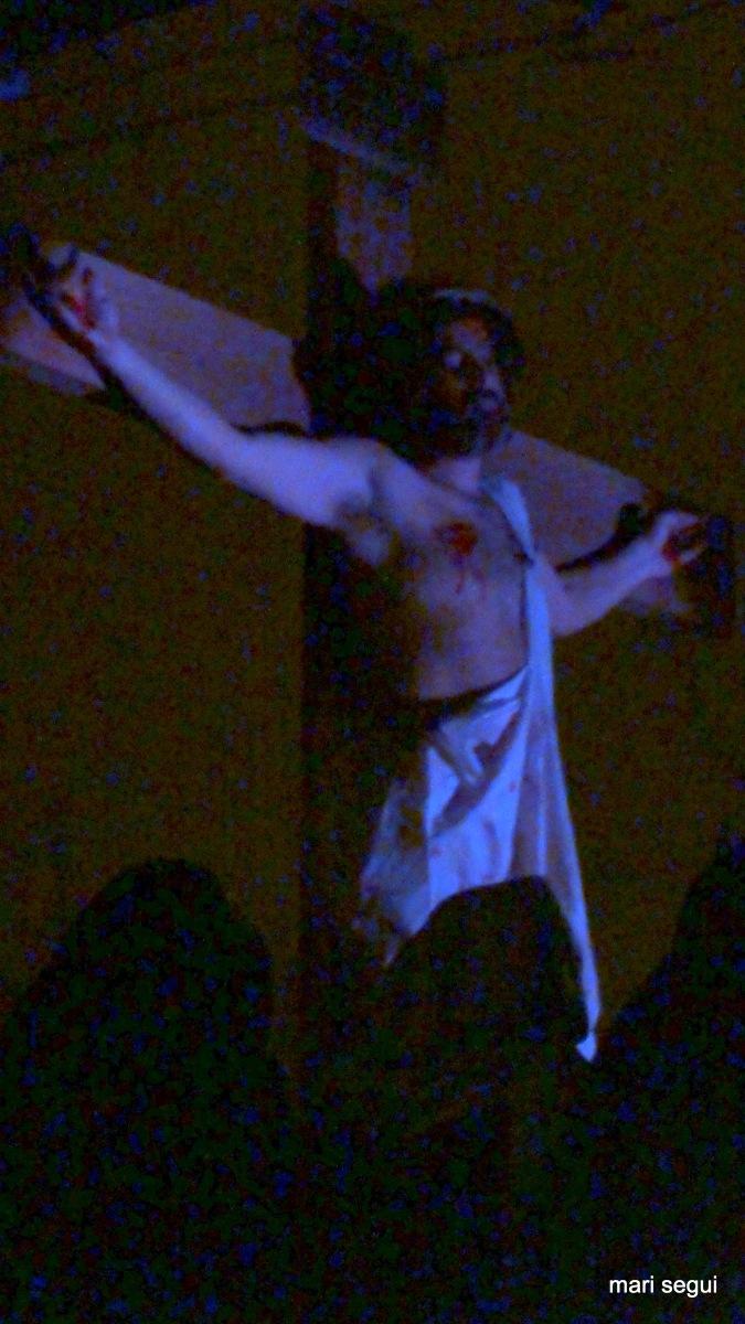 Fue crucificado entre dos ladrones