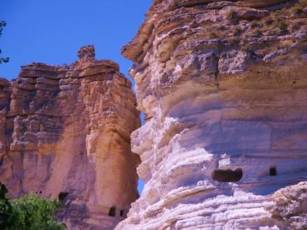 •Cuevas de Masagó, del Diablo y del Garadén. Las cuevas con más historia de Alcalá del Júcar son la Cueva del Garadén y la del Diablo, con 750 años y 100 años de antigüedad respectivamente,