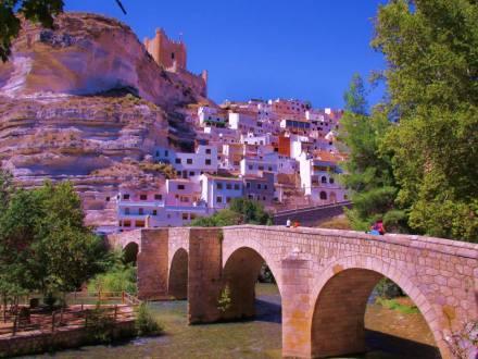Paso obligado del Camino Real de Castilla a Levante, cobró gran importancia durante los siglos XIV y XV, convirtiéndose en puerto seco o aduana.