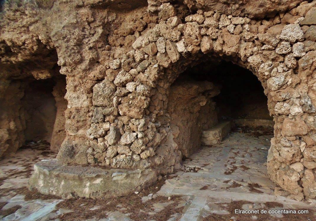 vivia l'ermità Pere Joan Escuder, personatge mític a Cocentaina per les seves profecies.