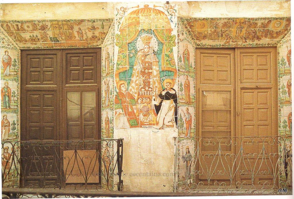 """Cocentaina, sense cap dubte, posseeix un dels majors conjunts de """"Taulellets"""" de caràcter devocional del segle XVIII de tot el País Valencià, gairebé íntegrament es localitzen a """"La Vila"""", antic nucli cristià, i per la seva importància mereixen destacar-se els balcons de les cases números 3 i 10 del carrer Major."""